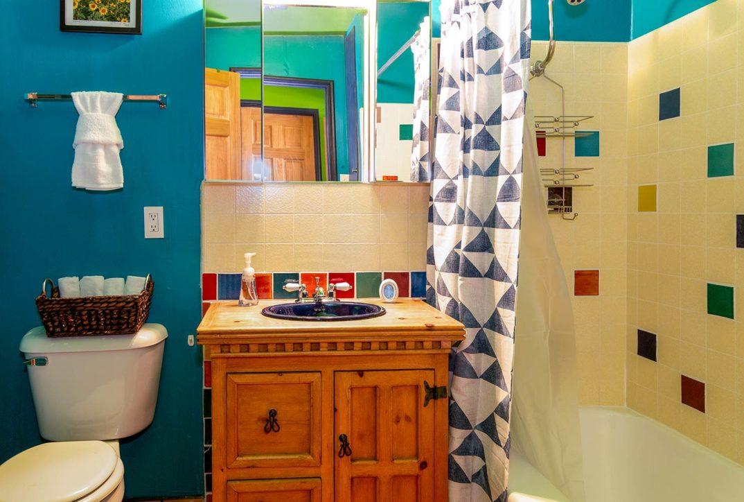 Chuck's Cabin bath