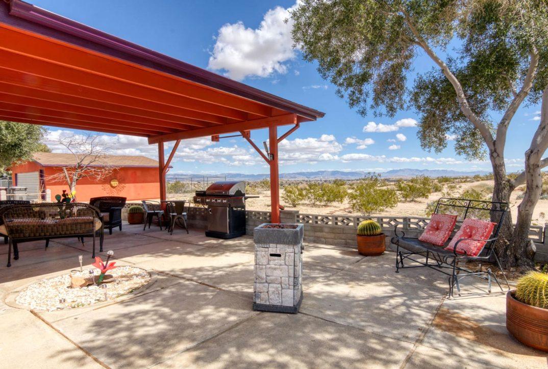 Harmonic House rental patio